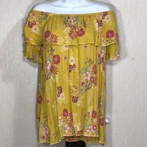 NWT Flowy boutique top by Sun & Moon